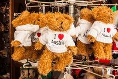 Souvenirs autrichiens - le jouet soutient en vente dans une boutique de souvenirs à SA Photographie stock