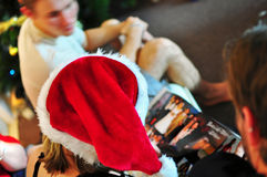 Souvenirs chauds du passé de Noël partagés avec la famille aimé Images libres de droits