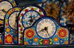 Souvenirs colorés d'horloge de mosaïque, Barcelone Photos libres de droits