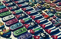 Souvenirs cubains sur un petit marché de La Havane Images stock