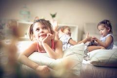 Souvenirs d'enfants Gosses dans le bâti photo stock