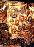 Souvenirs dans la fenêtre de boutique, Venise Photo stock
