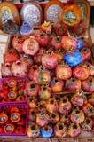 Souvenirs en céramique de grenade, Tinos Photo libre de droits