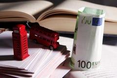 Souvenirs et eurobanknote BRITANNIQUES Photographie stock libre de droits