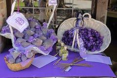 Souvenirs faits à partir de la lavande dans la boutique de cadeaux de touristes Grazzano Visc photo libre de droits