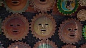 Souvenirs faits main du soleil maya dans le Maya de côte, Mexique banque de vidéos
