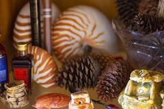 Free Souvenirs On The Shelf - Glass Figurines Stock Photos - 176064623