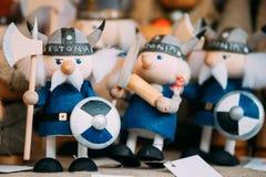 Souvenirs Viking Dolls Toys en bois national folklorique ethnique A de Popuar Photos libres de droits