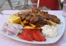 Souvlaki grego da carne de porco da refeição imagem de stock royalty free