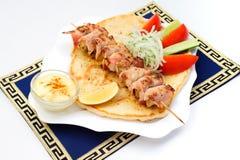Souvlaki, Kebab, grillte Fleisch auf Pittabrot mit Lizenzfreie Stockfotos