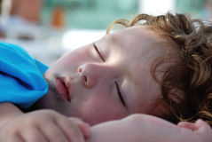 sova barn för flicka Royaltyfri Bild