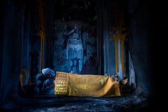 Sova Buddha Angkor Wat i Cambodja Royaltyfria Foton