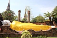 Sova Buddha på Ayutthaya, Thailand Arkivfoton