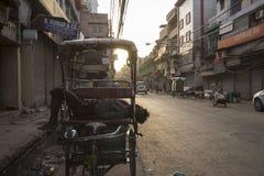 Sova den hemlösa rickshawen Royaltyfri Fotografi