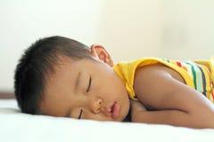 Sova den japanska pojken arkivfoto