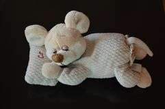 Sova den roliga musen med vaggvisa - välfyllt djur - leksaker Fotografering för Bildbyråer