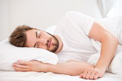 Sova den unga mannen Royaltyfri Bild