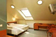 sova för hotellrum Arkivbild