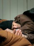 sova för man för closeup hemlöst Royaltyfria Bilder