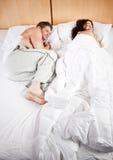 sova för par Arkivbilder