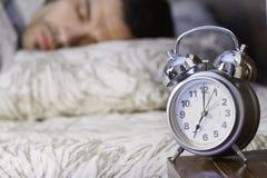 sova för tät man för ringklocka retro till Royaltyfri Fotografi