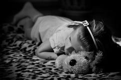 Sova för ung flicka Royaltyfria Foton