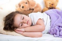Sova för ungeflicka Fotografering för Bildbyråer