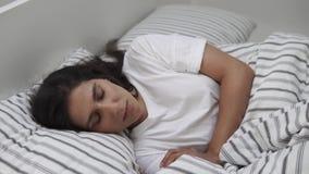 sova kvinnabarn för underlag lager videofilmer