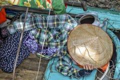 Sova kvinnan i Vietnam Arkivbild