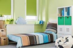 Sova område i tonåringrum Arkivbild