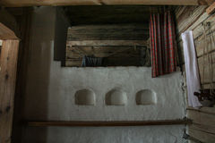 Sova på den ryska ugnen Arkivbild