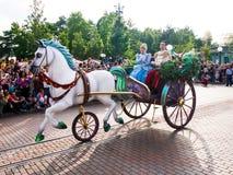 Sova skönhet och prinsen philip på Disneyland Paris Royaltyfria Foton