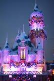 Sova skönhetslotten dekorerade för jul på Disneyland, Kalifornien arkivfoto