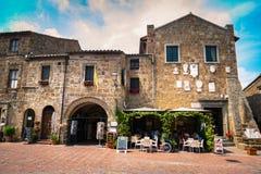 Sovana中心广场,格罗塞托provinc的中世纪村庄 图库摄影