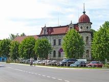 SOVETSK, RÚSSIA Vista da antiga casa de campo de Frank mercante 1888, rua de Lenin fotografia de stock