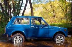 SUV dans l'eau Images stock