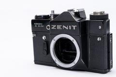 Soviet anziano Zenit TTL una macchina da presa da 35 millimetri isolata su bianco Fotografie Stock Libere da Diritti