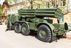 Sovjet gemotoriseerd veelvoudig systeem BM-27 van de raketlanceerinrichting Urag stock fotografie