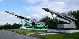 Sovjet-gjorda myra-flygplan missiler och en kämpemilitärt jaktplan royaltyfri foto