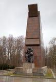 Sovjet kriger minnesmärken i Treptower parkerar. Berlin Royaltyfria Bilder