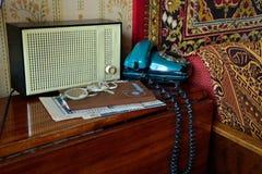 Sovjet retro radio en telefoon Stock Foto's