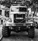 Sovjet zware (Zwart-witte) vrachtwagen krAZ-255 Royalty-vrije Stock Foto's