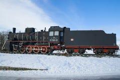 Sovjetisk ångalokomotiv av den `-hm `-serien på den Februari dagen Karelia Arkivfoto