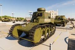 Sovjetisk behållare för strid, en utställning av dethistoriska museet, Ekaterinburg, Ryssland, 05 07 2015 Royaltyfria Bilder
