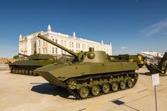 Sovjetisk behållare för strid, en utställning av dethistoriska museet, Ekaterinburg, Ryssland, 05 07 2015 Royaltyfri Fotografi