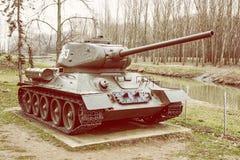 Sovjetisk behållare T-34-85 av världskriget II, krigbransch, gul ph Royaltyfri Foto