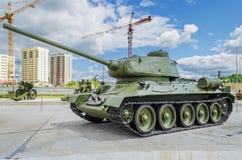 Sovjetisk behållare T-34/85 - utställning av museet av militär equipme Royaltyfri Bild