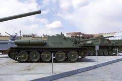 Sovjetisk behållarejagare SU-85 i museet av militär utrustning Arkivbild