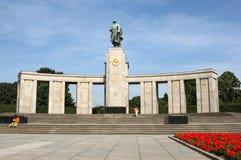 Sovjetisk krigminnesmärke (Berlin) Arkivbilder