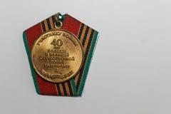 Sovjetisk medalj för 40 år av världskriget för seger andra - tillbaka sida royaltyfria foton